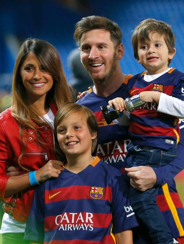 Messi đăng ảnh chụp cùng vợ thời trẻ trâu: Dân mạng tưởng anh muốn dìm hàng nhưng ẩn sau là một bài học về sự chung thủy - Ảnh 3.