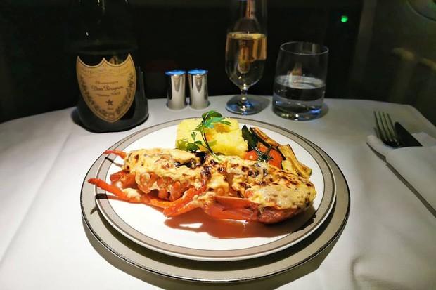Suất ăn hạng nhất của 15 hãng hàng không này sẽ làm thay đổi quan niệm của bạn về chuyện ăn uống trên máy bay - Ảnh 45.