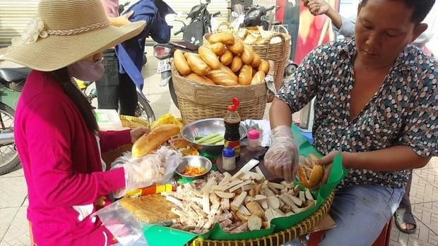 Chuyên trang nước ngoài bình chọn ra list 10 hàng bánh mì ngon nhất Sài Gòn, bất ngờ nhất với vị trí số 3 - Ảnh 25.
