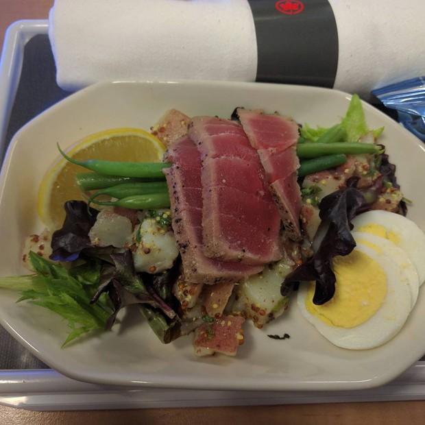 Suất ăn hạng nhất của 15 hãng hàng không này sẽ làm thay đổi quan niệm của bạn về chuyện ăn uống trên máy bay - Ảnh 1.