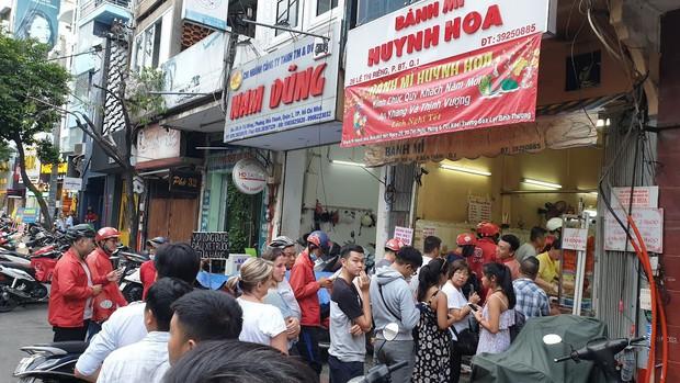 Chuyên trang nước ngoài bình chọn ra list 10 hàng bánh mì ngon nhất Sài Gòn, bất ngờ nhất với vị trí số 3 - Ảnh 1.