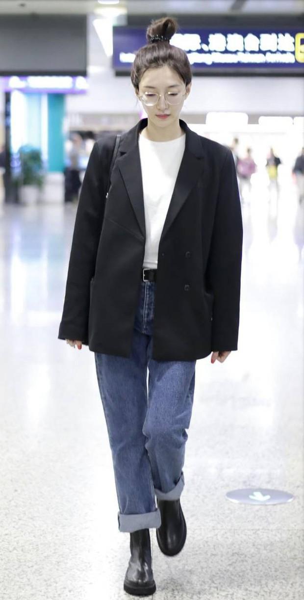 Mix đồ đỉnh là phải thế: Cùng 1 chiếc blazer mà Jennie, Jisoo, Dương Mịch… mỗi người diện 1 kiểu - Ảnh 6.