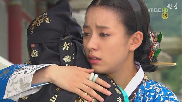 Cung đấu Hoàng gia Thái Lan đã là gì so với 6 phim này: Ngô Cẩn Ngôn hô mưa gọi gió, Ha Ji Won chẳng sợ trời cao đất dày - Ảnh 17.
