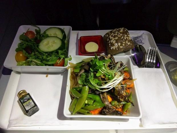 Suất ăn hạng nhất của 15 hãng hàng không này sẽ làm thay đổi quan niệm của bạn về chuyện ăn uống trên máy bay - Ảnh 9.