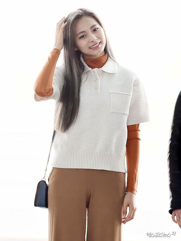 TWICE và Somi đụng độ tại sân bay: Nhan sắc dàn mỹ nhân nhà JYP lên hương, Somi gây chú ý vì được bố tài tử hộ tống - Ảnh 5.