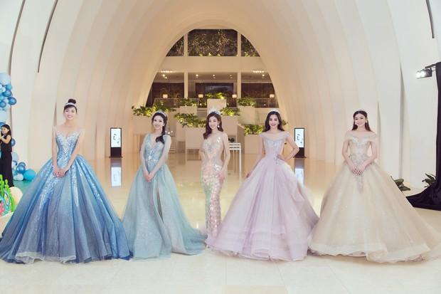 Khoảnh khắc xinh đẹp: Dàn Hoa hậu, Á hậu đình đám Vbiz đọ sắc, hoá Cinderella lộng lẫy như bước ra từ cổ tích - Ảnh 1.