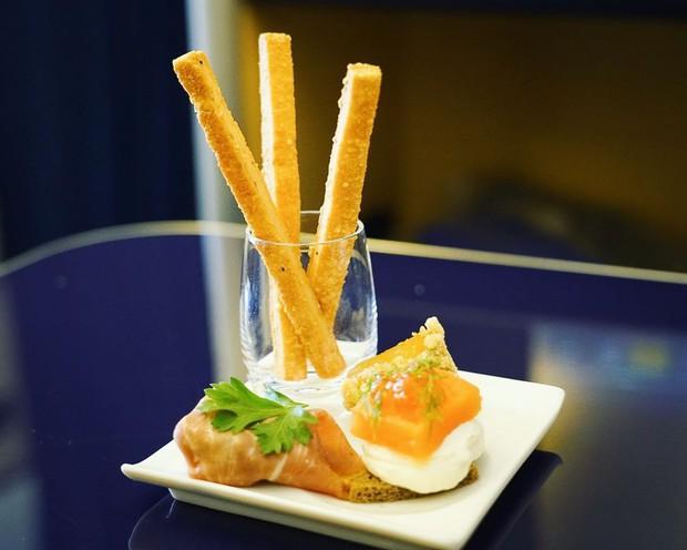 Suất ăn hạng nhất của 15 hãng hàng không này sẽ làm thay đổi quan niệm của bạn về chuyện ăn uống trên máy bay - Ảnh 18.