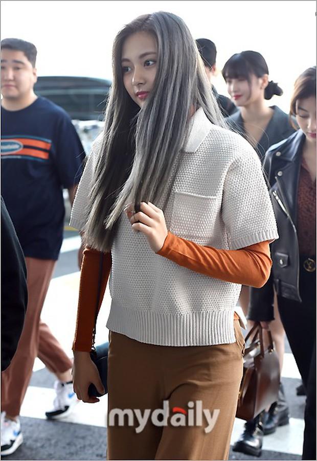 TWICE và Somi đụng độ tại sân bay: Nhan sắc dàn mỹ nhân nhà JYP lên hương, Somi gây chú ý vì được bố tài tử hộ tống - Ảnh 6.