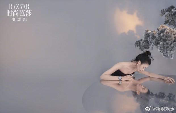 Trọn bộ ảnh chụp tạp chí của Triệu Lệ Dĩnh: Đẹp xuất thần đến khó tin hay lại vô hồn đến gượng gạo? - Ảnh 5.