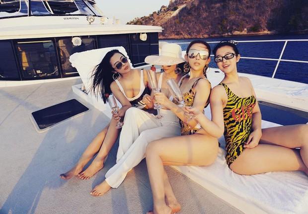Huyền Baby rủ hội chị em thả dáng trên du thuyền ở Bali, khoe body cực căng chào tuổi 30 - Ảnh 1.