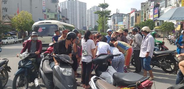 Hà Nội: Nam thanh niên chạy xe không làm chủ tốc độ tông người qua đường nguy kịch - Ảnh 1.