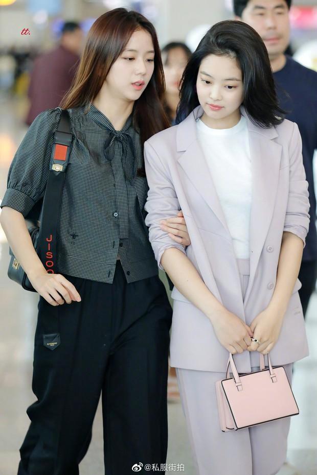Mix đồ đỉnh là phải thế: Cùng 1 chiếc blazer mà Jennie, Jisoo, Dương Mịch… mỗi người diện 1 kiểu - Ảnh 1.
