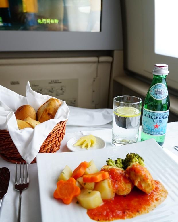 Suất ăn hạng nhất của 15 hãng hàng không này sẽ làm thay đổi quan niệm của bạn về chuyện ăn uống trên máy bay - Ảnh 29.