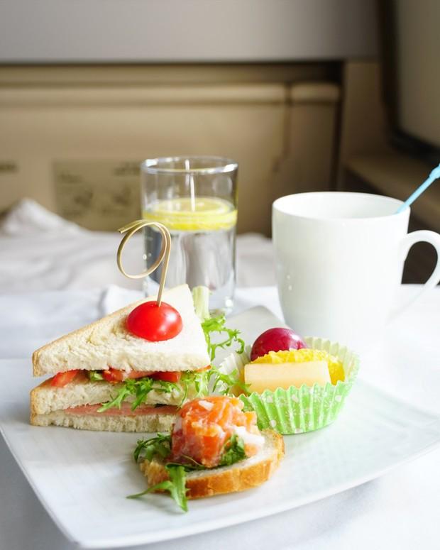 Suất ăn hạng nhất của 15 hãng hàng không này sẽ làm thay đổi quan niệm của bạn về chuyện ăn uống trên máy bay - Ảnh 30.