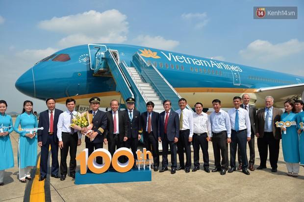 Vietn.am Airlines đón chiếc máy b.ay thứ 100, bổ sung máy b.ay thân rộng vào đoàn b.ay hiện đại - Ảnh 2.