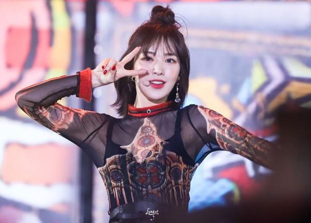"""V (BTS) và Wendy (Red Velvet) từng gây sốt vì tái hiện cổ tích """"Lọ Lem thời hiện đại"""" trên sân khấu, nhưng cái kết có giống truyện ngôn tình? - Ảnh 6."""
