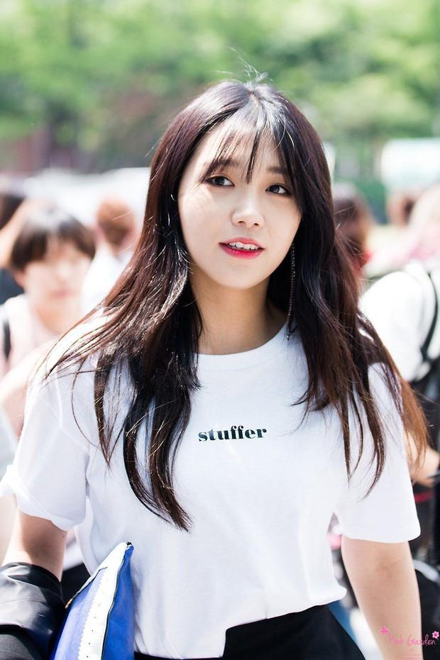 11 idol Kpop là bản sao của bố mẹ: Cha con nhà V (BTS) quá đỉnh, mẹ của mỹ nhân TWICE gây bão vì ảnh hồi trẻ - Ảnh 31.