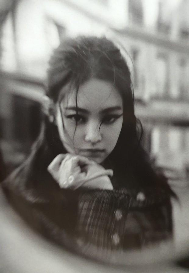 Ngộp thở vì ảnh tạp chí của Jennie - Lisa (BLACKPINK) ở châu Âu: Thần thái chưa gây choáng bằng nhan sắc xuất thần - Ảnh 5.