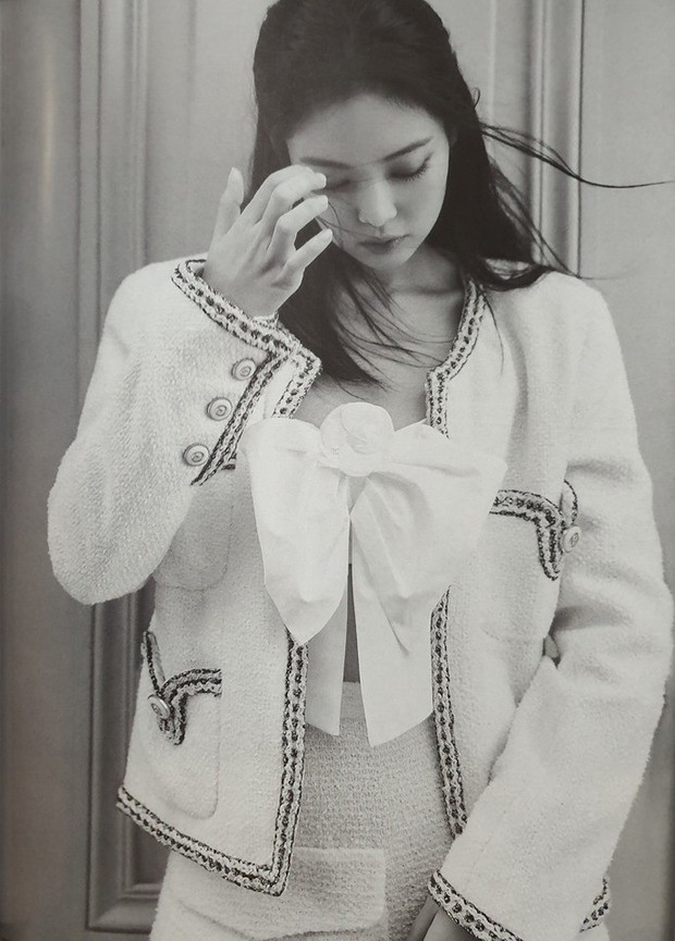 Ngộp thở vì ảnh tạp chí của Jennie - Lisa (BLACKPINK) ở châu Âu: Thần thái chưa gây choáng bằng nhan sắc xuất thần - Ảnh 4.