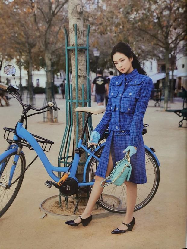 Ngộp thở vì ảnh tạp chí của Jennie - Lisa (BLACKPINK) ở châu Âu: Thần thái chưa gây choáng bằng nhan sắc xuất thần - Ảnh 3.