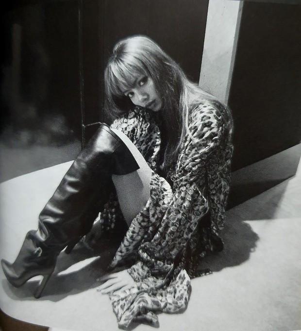 Ngộp thở vì ảnh tạp chí của Jennie - Lisa (BLACKPINK) ở châu Âu: Thần thái chưa gây choáng bằng nhan sắc xuất thần - Ảnh 15.