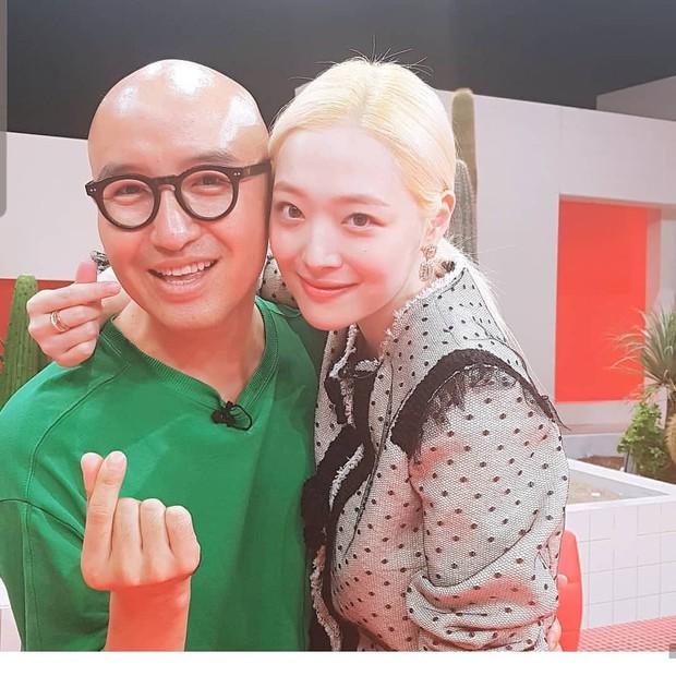 Diễn viên Hong Suk Chun bất ngờ tiết lộ: Sulli có tài khoản Instagram cá nhân riêng, từng là cô gái rất kiên cường mặc thị phi bủa vây! - Ảnh 2.