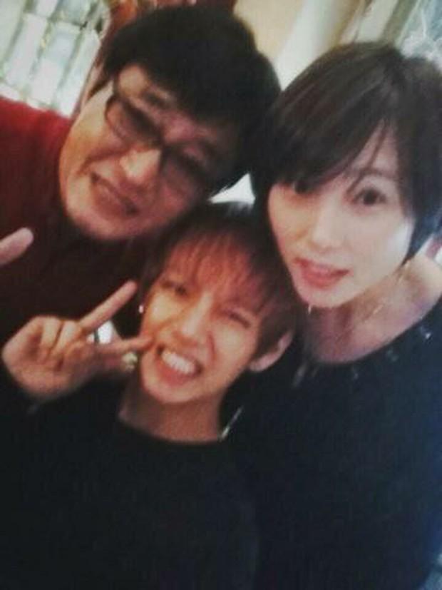 11 idol Kpop là bản sao của bố mẹ: Cha con nhà V (BTS) quá đỉnh, mẹ của mỹ nhân TWICE gây bão vì ảnh hồi trẻ - Ảnh 3.