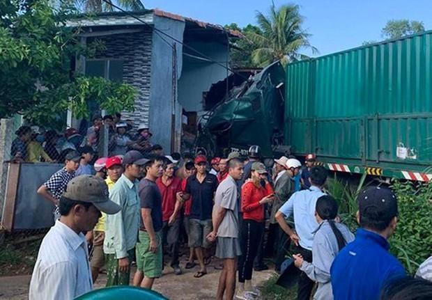 Xe container tông sập nhà dân khiến 1 người tử vong - Ảnh 1.