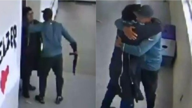Bị học sinh nhắm thẳng súng vào người, thầy giáo nhanh trí làm một việc đơn giản nhưng cứu mạng được cả trường học - Ảnh 1.
