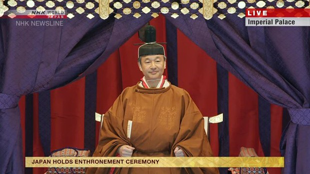 Video Nhật hoàng ngồi Ngai vàng Hoa cúc, chính thức đăng quang - Ảnh 1.