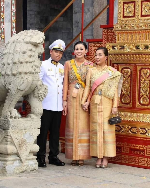 Âm mưu toan tính đến đâu, Hoàng quý phi cũng phải chịu thua và phục sát đất trước cách hành xử cao tay của Hoàng hậu Thái Lan - Ảnh 2.
