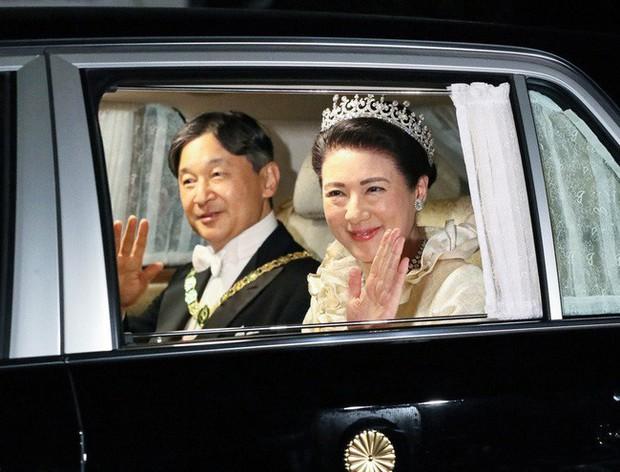 Hoàng hậu Masako xuất hiện rạng rỡ, trở thành trung tâm tiệc chiêu đãi giữa rừng các quan khách và nhiều hoàng gia khác - Ảnh 2.