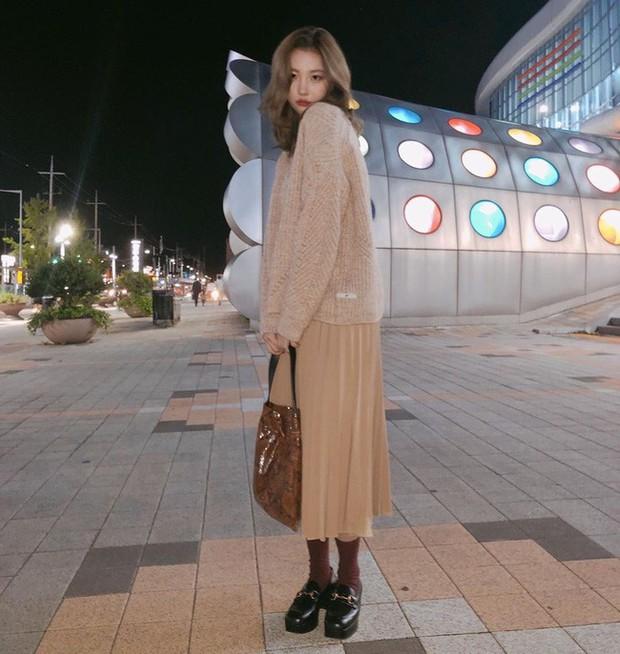 Mấy nàng thích mặc đẹp sao có thể làm ngơ trước 12 cách diện chân váy xinh nức nở này của sao Hàn? - Ảnh 12.