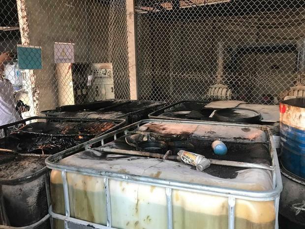 Cận cảnh nơi lưu giữ dầu thải bị tuồn ra đầu độc nước sông Đà của Công ty gốm sứ Thanh Hà - Ảnh 13.
