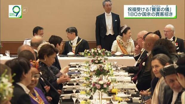 Hoàng hậu Masako xuất hiện rạng rỡ, trở thành trung tâm tiệc chiêu đãi giữa rừng các quan khách và nhiều hoàng gia khác - Ảnh 6.