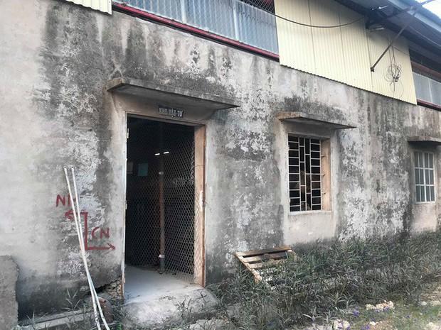 Cận cảnh nơi lưu giữ dầu thải bị tuồn ra đầu độc nước sông Đà của Công ty gốm sứ Thanh Hà - Ảnh 9.