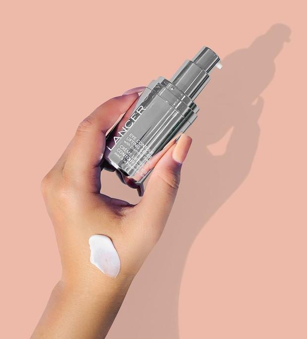 Biết 7 lọ kem mắt được sao Hollywood trên 40 tuổi tin dùng, bạn sẽ tìm ra vũ khí giúp trẻ đẹp bất biến với thời gian - Ảnh 8.