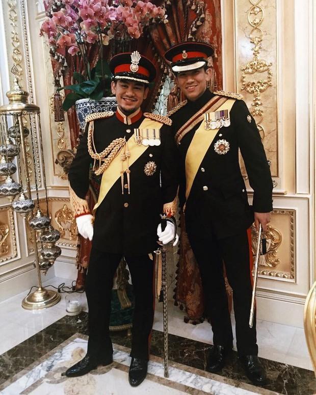 Dân mạng phát sốt với Hoàng tử Brunei lịch lãm trong Lễ đăng quang của Nhật hoàng Naruhito, lý lịch đúng chuẩn đẹp trai, nhà giàu, tài giỏi - Ảnh 10.