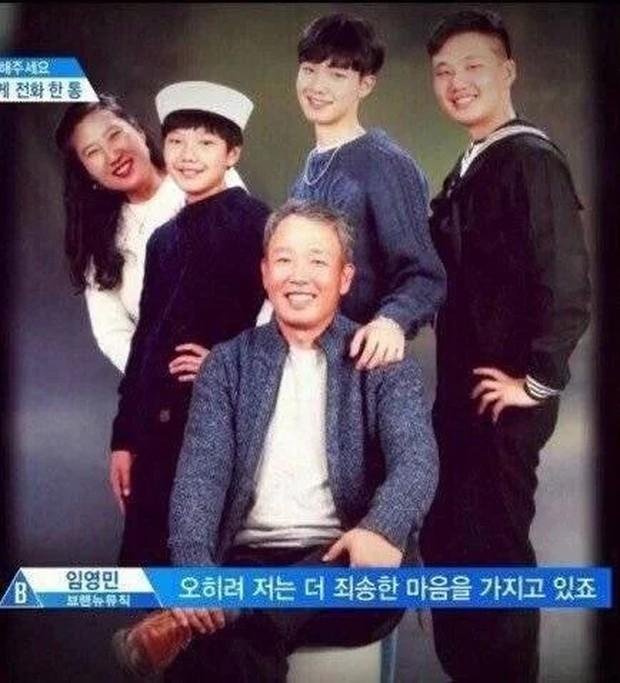 11 idol Kpop là bản sao của bố mẹ: Cha con nhà V (BTS) quá đỉnh, mẹ của mỹ nhân TWICE gây bão vì ảnh hồi trẻ - Ảnh 24.