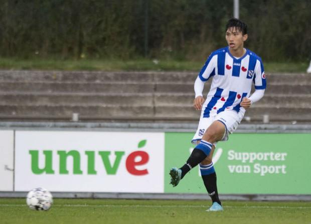 Văn Hậu chơi trọn vẹn 90 phút, có pha kiến tạo trong trận đấu của đội trẻ SC Heerenveen - Ảnh 1.