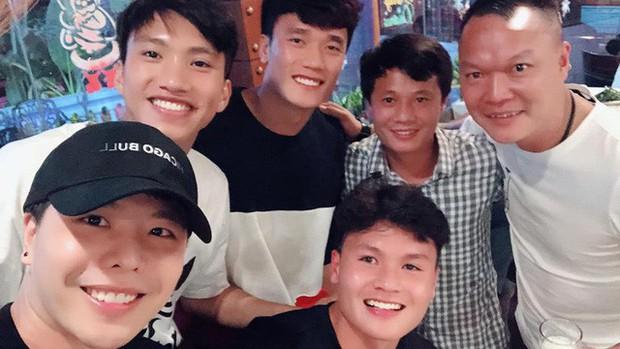 Khoe khoảnh khắc thân thiết với các thành viên U23 Việt Nam, Trịnh Thăng Bình bất ngờ trách HLV Park Hang Seo vì điều này! - Ảnh 2.