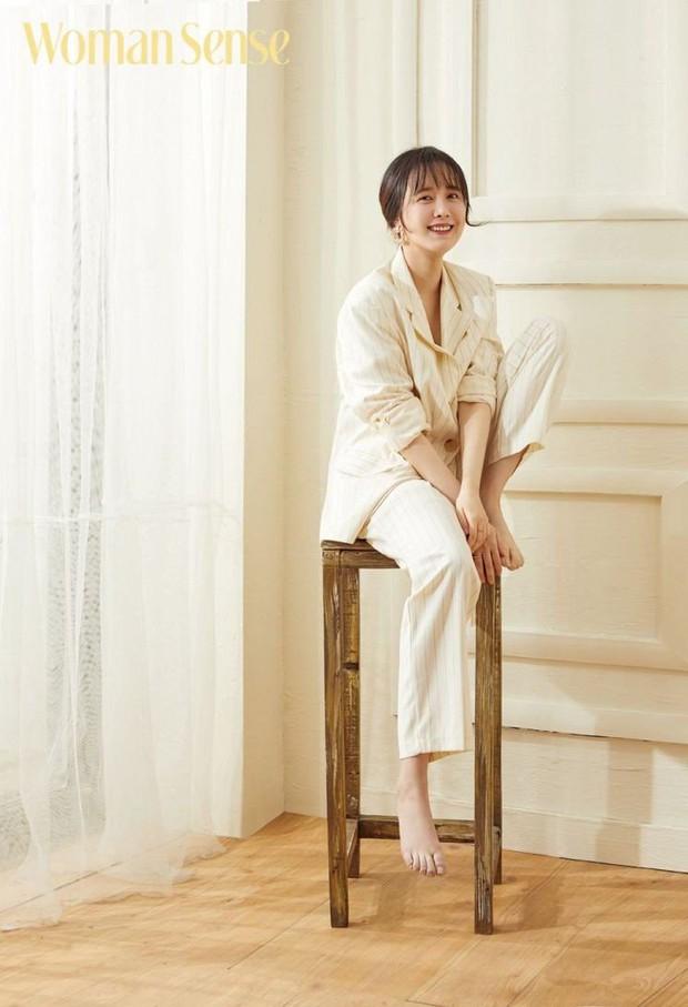 Bài phỏng vấn tạp chí đầu tiên của Goo Hye Sun giữa bão ly hôn: Tiết lộ tin nhắn cuối cùng chồng phũ phàng gửi khi cô đang nằm viện - Ảnh 2.