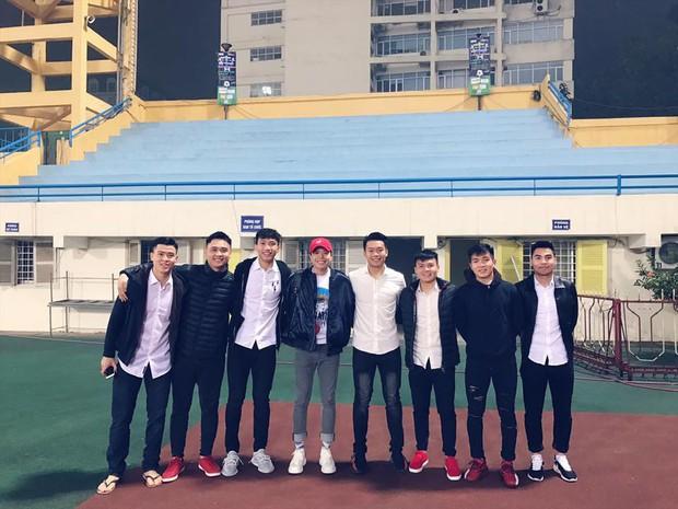 Khoe khoảnh khắc thân thiết với các thành viên U23 Việt Nam, Trịnh Thăng Bình bất ngờ trách HLV Park Hang Seo vì điều này! - Ảnh 4.