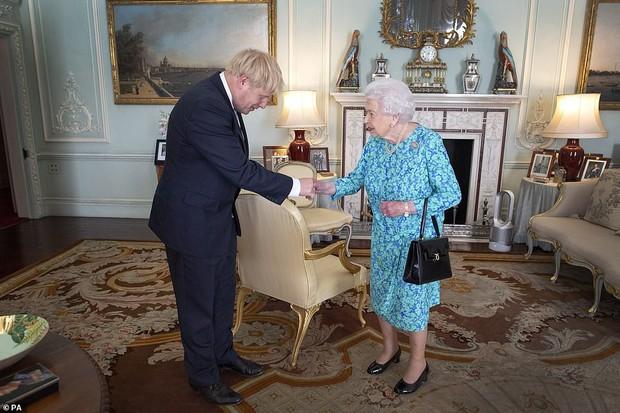 Ảnh vợ chồng Hoàng tử Harry bất ngờ biến mất trong cung điện Hoàng gia vì Meghan Markle gần đây lên truyền hình kể khổ? - Ảnh 3.