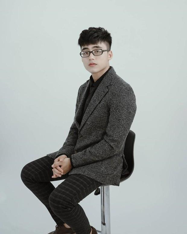 Em trai cực phẩm của Sơn Tùng M-TP vừa soái ca lại hát hay đàn giỏi, nếu debut làm ca sĩ thì anh trai cũng phải dè chừng đấy! - Ảnh 1.