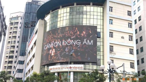 Đen Vâu chính là nghệ sĩ nịnh fan khéo nhất Việt Nam: chịu chi mua bảng billboard Cảm Ơn Đồng Âm khắp 3 miền, vừa ngầu vừa dễ thương! - Ảnh 3.