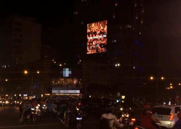 Đen Vâu chính là nghệ sĩ nịnh fan khéo nhất Việt Nam: chịu chi mua bảng billboard Cảm Ơn Đồng Âm khắp 3 miền, vừa ngầu vừa dễ thương! - Ảnh 4.