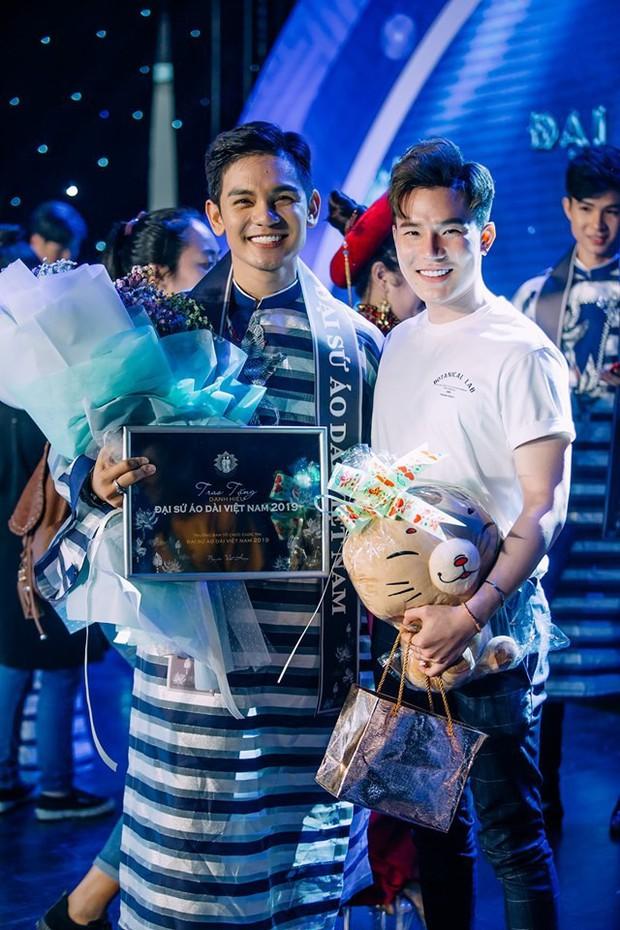 Sơn Ngọc Minh và bạn trai đồng giới lần đầu công khai lộ diện sau xác nhận chuyện hẹn hò - Ảnh 1.