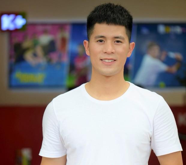 2 cầu thủ Đình Trọng, Văn Toàn cười đến mức có... cơ bụng 8 múi vì xem Running Man - Ảnh 4.