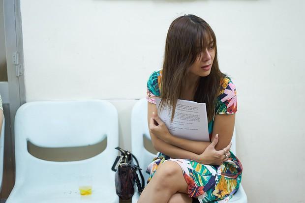 Trấn Thành, Trường Giang lộ vẻ ngoài chưa makeup, cùng dàn sao Vbiz tập luyện xuyên đêm cho liveshow Chí Tài - Ảnh 9.